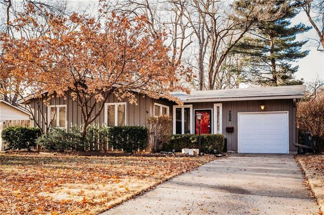 7536 Colonial Drive, Prairie Village, KS 66208 (#2140785) :: The Shannon Lyon Group - ReeceNichols