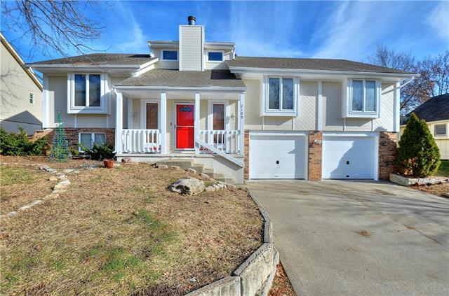 2108 SW 19th Terrace, Blue Springs, MO 64015 (#2140790) :: Team Real Estate