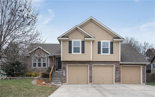 1108 NW Burr Oak Lane, Grain Valley, MO 64029 (#2140825) :: No Borders Real Estate