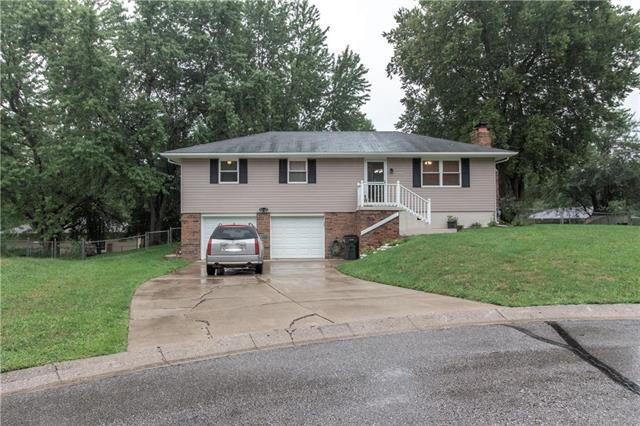 2216 SW Keystone Place, Blue Springs, MO 64014 (#2140852) :: No Borders Real Estate