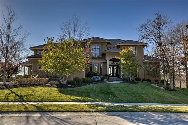 10278 S Oak Manor Drive, Olathe, KS 66061 (#2140923) :: Edie Waters Network