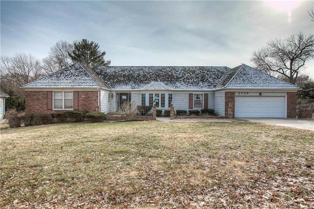 2709 W 104th Terrace, Leawood, KS 66206 (#2140925) :: The Shannon Lyon Group - ReeceNichols