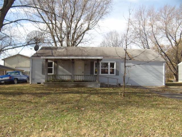 1102 S Windsor Street, Windsor, MO 65360 (#2140939) :: Team Real Estate