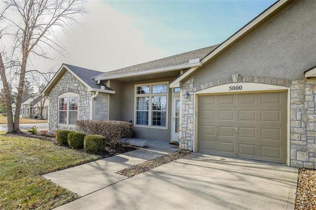 18560 W 158th Place #5000, Olathe, KS 66062 (#2141005) :: The Gunselman Team