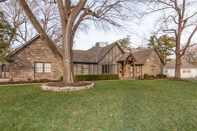 3404 W 93rd Street, Leawood, KS 66206 (#2141142) :: The Shannon Lyon Group - ReeceNichols