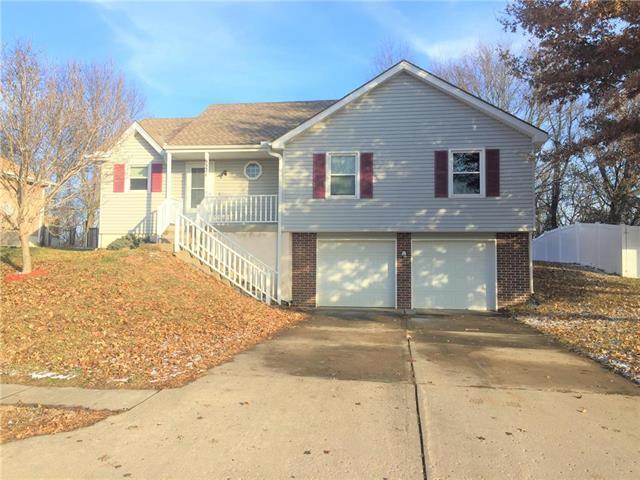 6521 NW Sioux Drive, Kansas City, MO 64152 (#2141157) :: Char MacCallum Real Estate Group
