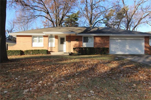 6816 Larsen Lane, Shawnee, KS 66203 (#2141159) :: Team Real Estate
