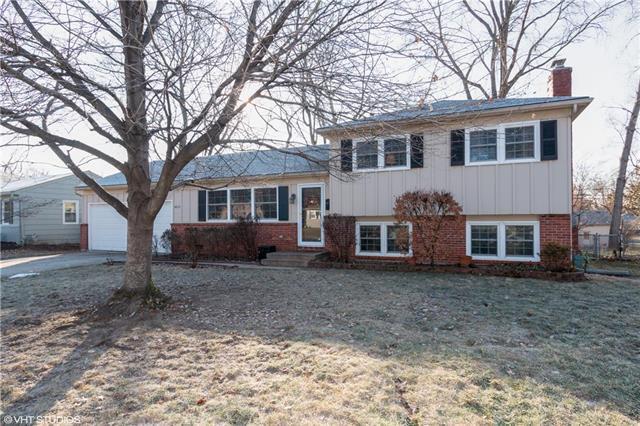 5813 W 101st Street, Overland Park, KS 66207 (#2141207) :: Kansas City Homes