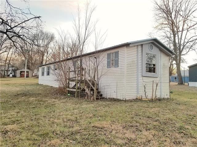 705 Lincoln Street, Osawatomie, KS 66064 (#2141250) :: Kedish Realty Group at Keller Williams Realty