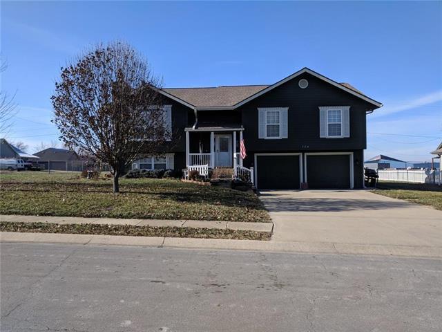 304 Andrea Lane, Harrisonville, MO 64701 (#2141254) :: Dani Beyer Real Estate