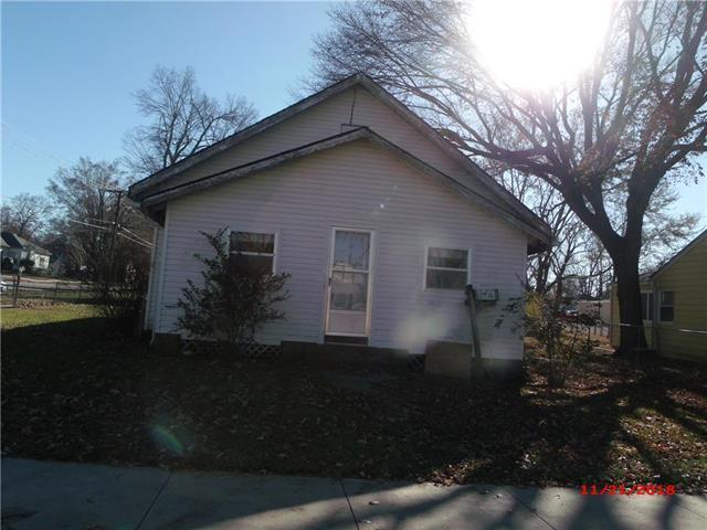 404 W 1st Avenue, Garnett, KS 66032 (#2141256) :: Dani Beyer Real Estate
