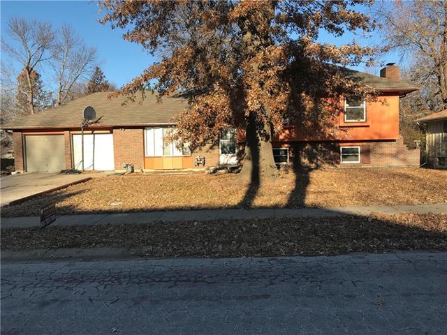 8312 E 104th Terrace, Kansas City, MO 64134 (#2141304) :: Edie Waters Network