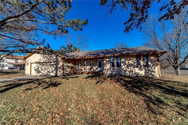 102 E Cedar Street, Spring Hill, KS 66083 (#2141496) :: Kedish Realty Group at Keller Williams Realty