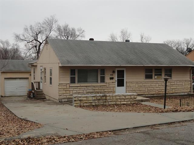 2831 S 25 Street, Kansas City, KS 66106 (#2141523) :: Edie Waters Network