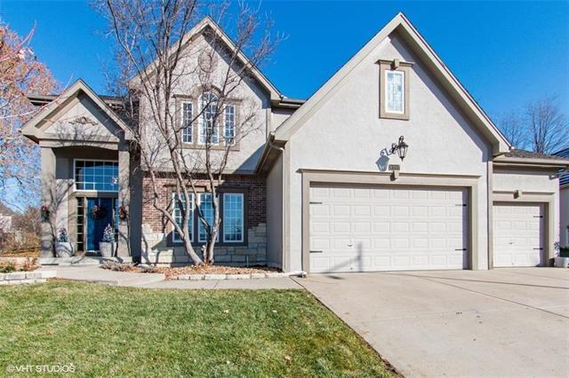 8007 Forest Park Drive, Parkville, MO 64152 (#2141540) :: The Gunselman Team