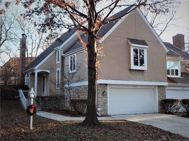 9807 W 121 Street, Overland Park, KS 66213 (#2141584) :: Edie Waters Network