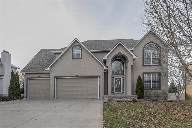 4228 NE Suwannee Drive, Lee's Summit, MO 64064 (#2141599) :: Team Real Estate