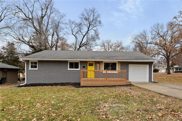 6300 W 82nd Street, Overland Park, KS 66204 (#2141624) :: Team Real Estate