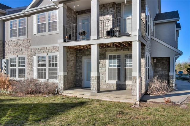 15944 S Skyview Lane, Olathe, KS 66062 (#2141639) :: The Shannon Lyon Group - ReeceNichols