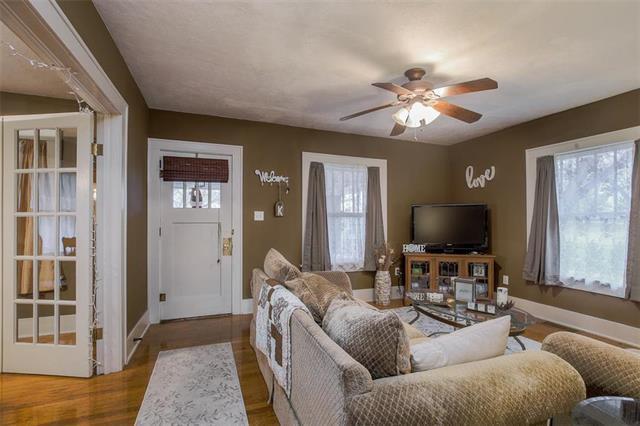 220 N Lake Street, Pleasant Hill, MO 64080 (#2141645) :: Edie Waters Network