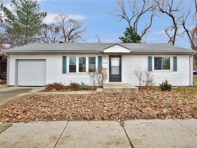 8449 Santa Fe Drive, Overland Park, KS 66212 (#2141647) :: Team Real Estate