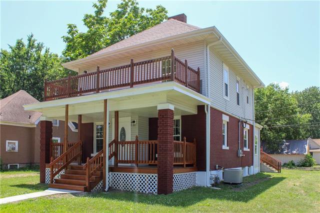 325 N Prospect Avenue, Sedalia, MO 65301 (#2141686) :: Team Real Estate
