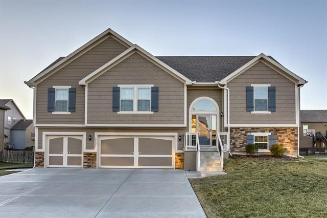 10822 N Oakland Avenue, Kansas City, MO 64157 (#2141701) :: NestWork Homes