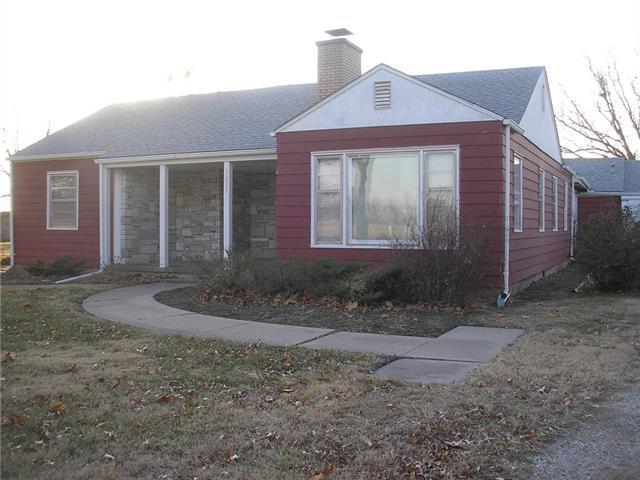 2308 N State Street, Iola, KS 66749 (#2141817) :: NestWork Homes