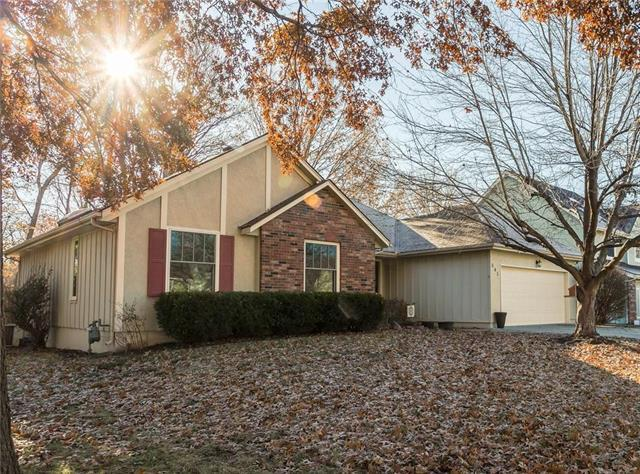 541 SE Country Lane, Lee's Summit, MO 64063 (#2141833) :: No Borders Real Estate