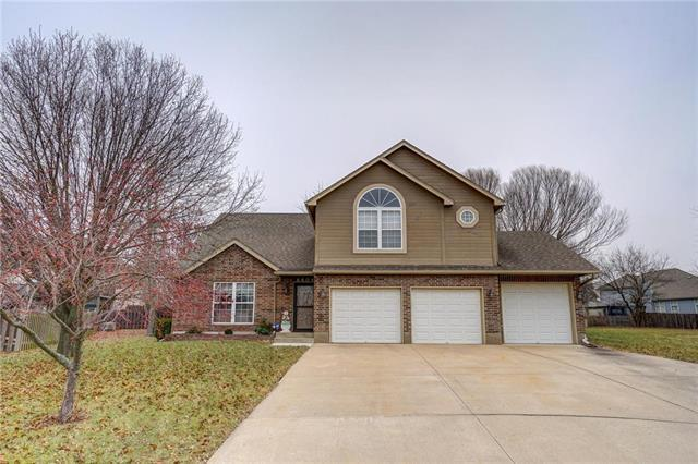 4404 SW Hillside Drive, Lee's Summit, MO 64082 (#2141909) :: No Borders Real Estate