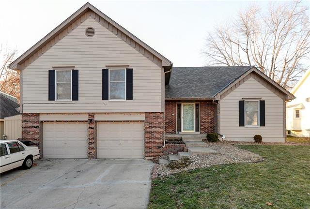 2213 NW 11th Street, Blue Springs, MO 64015 (#2141916) :: No Borders Real Estate