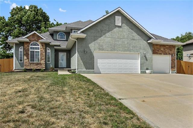 15026 Craig Street, Basehor, KS 66007 (#2142150) :: Edie Waters Network