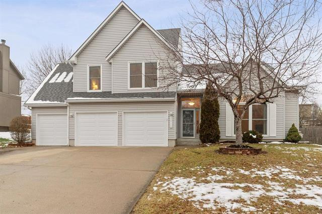 22710 W 50th Street, Shawnee, KS 66226 (#2142350) :: House of Couse Group