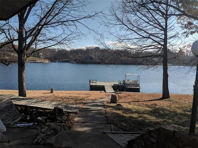 8007 NW Wayland Circle, Weatherby Lake, MO 64152 (#2142462) :: Edie Waters Network