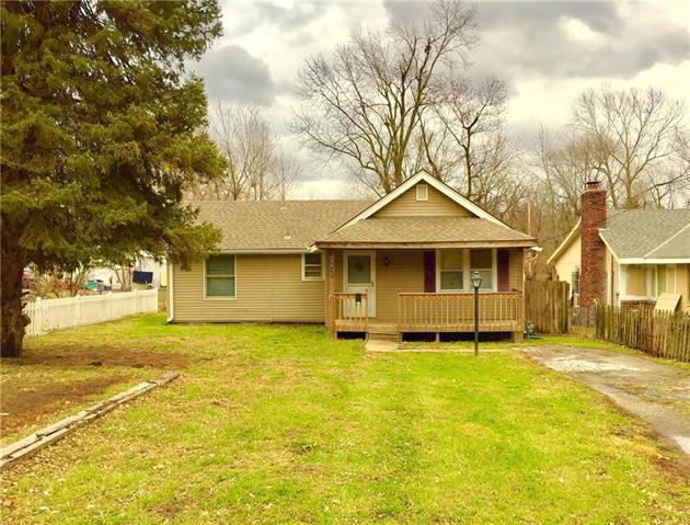 2415 S Vermont Avenue, Independence, MO 64052 (#2142509) :: No Borders Real Estate