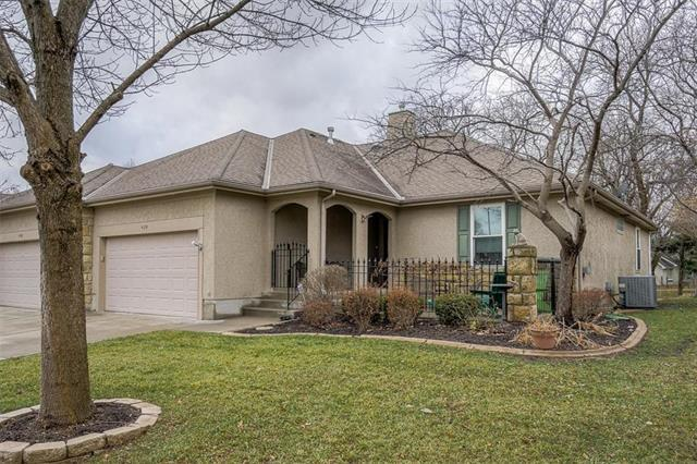 4124 SW Minnesota Drive, Lee's Summit, MO 64082 (#2142573) :: No Borders Real Estate