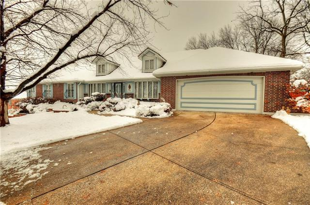 3813 S Grand Avenue, Independence, MO 64055 (#2142632) :: House of Couse Group