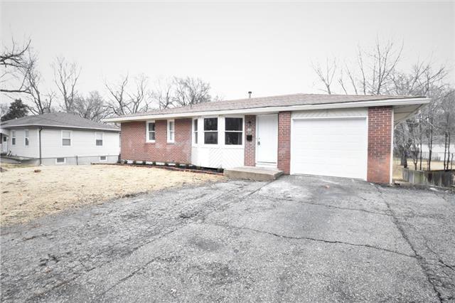 6727 Quivira Road, Shawnee, KS 66216 (#2142769) :: Edie Waters Network