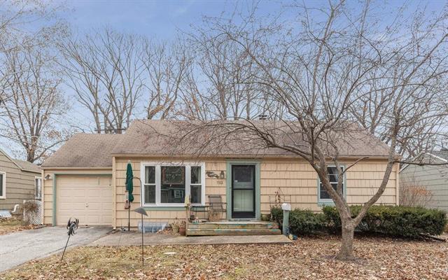 7111 Cedar Street, Prairie Village, KS 66208 (#2142922) :: The Shannon Lyon Group - ReeceNichols
