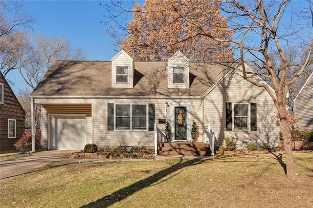 2406 W 79th Terrace, Prairie Village, KS 66208 (#2143040) :: The Gunselman Team