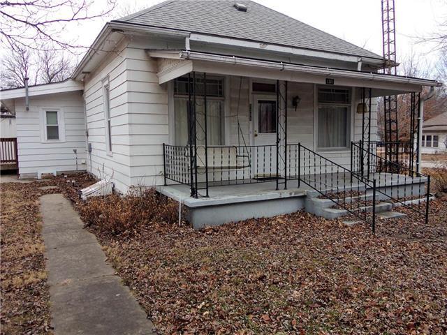 1301 Prospect Street, Pleasanton, KS 66075 (#2143116) :: Edie Waters Network