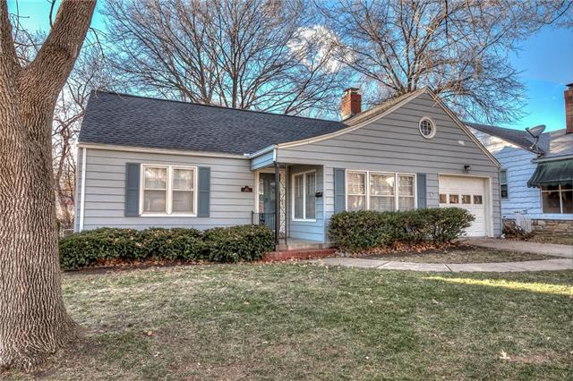 6108 Buena Vista Street, Fairway, KS 66205 (#2143119) :: House of Couse Group