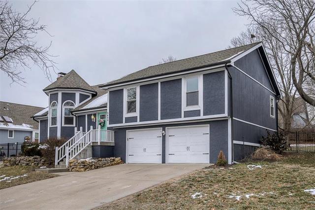 2644 NW Bent Tree Circle, Lee's Summit, MO 64081 (#2143151) :: Kansas City Homes