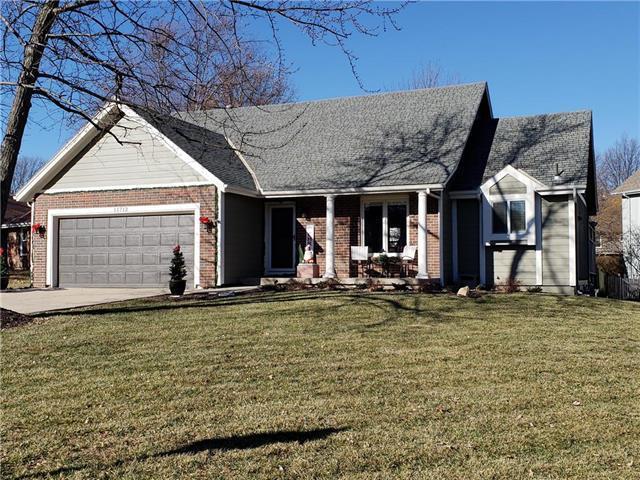 11712 Slater Street, Overland Park, KS 66210 (#2143194) :: No Borders Real Estate