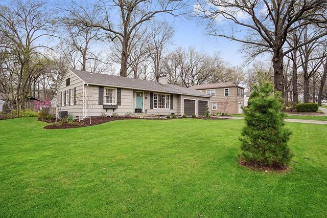 7056 Roe Avenue, Prairie Village, KS 66208 (#2143237) :: House of Couse Group