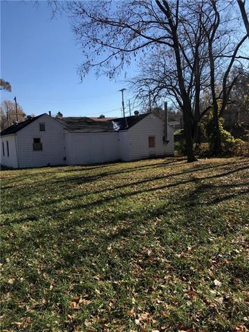 3132 Puckett Road, Kansas City, KS 66103 (#2143374) :: Edie Waters Network