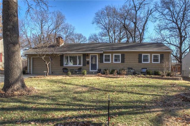 6111 Buena Vista Street, Fairway, KS 66205 (#2143426) :: House of Couse Group