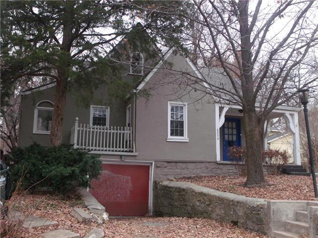 6039 Outlook Street, Mission, KS 66202 (#2143429) :: House of Couse Group