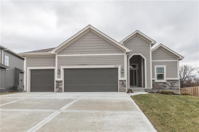 19063 W 168TH Terrace, Olathe, KS 66062 (#2143449) :: Edie Waters Network