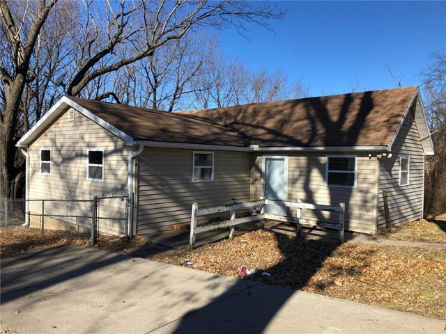 9012 E 32nd Street, Independence, MO 64052 (#2143470) :: Edie Waters Network